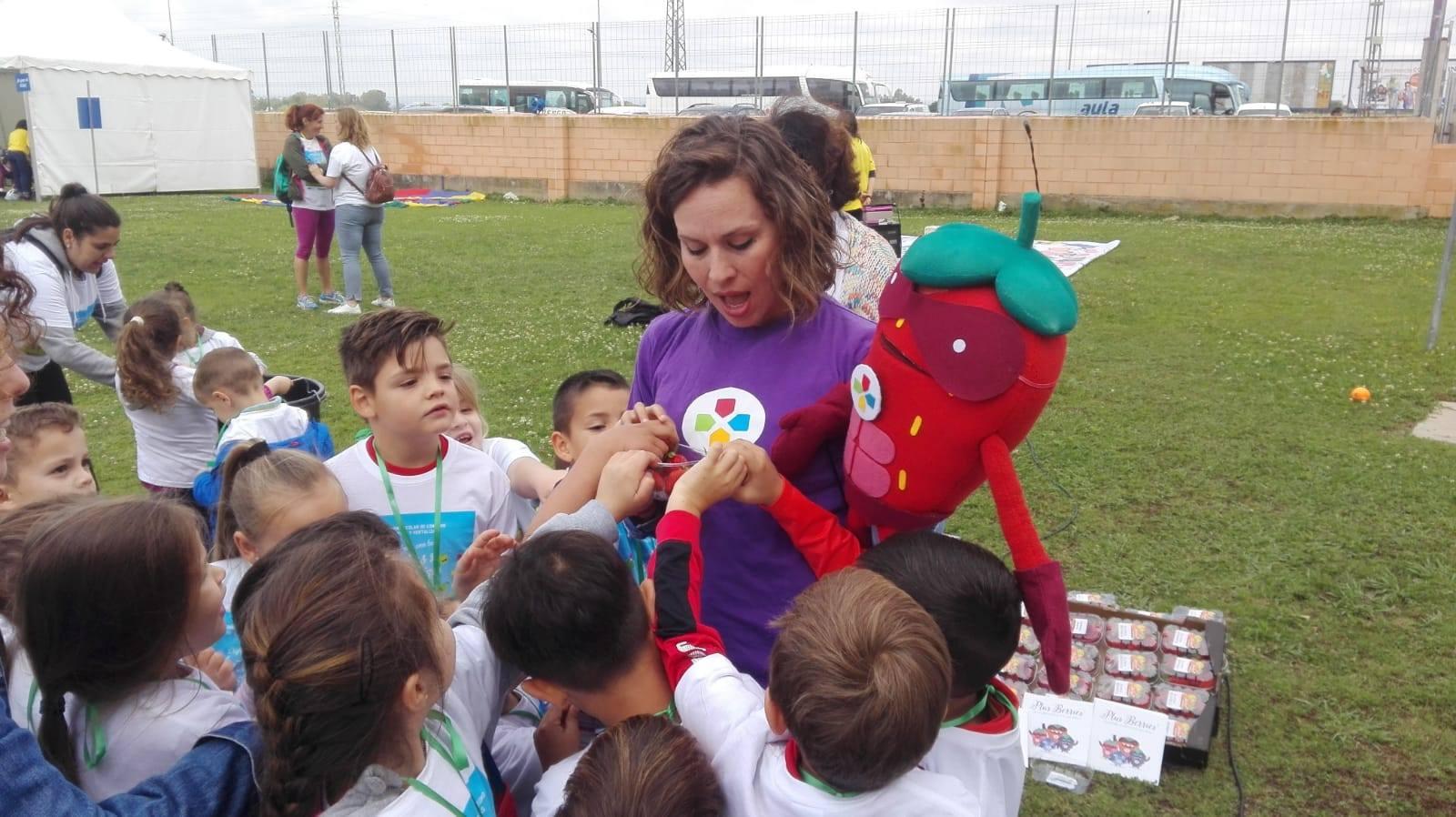 Las Súper Berries difunden los beneficios de frutas y verduras con la Junta de Extremadura